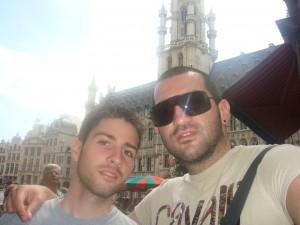 Стефан и Николай на площада в Брюксел